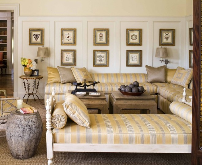 Beautiful-Forsyth-Fabrics-fashion-Dallas-Traditional-Living-Room-Decoration-ideas-with-area-rug-artwork-corner-sofa-day-bed-gallery-wall-natural-rug-sectional-sofa-Stained-660x540